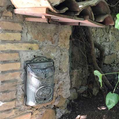 Herzlichen Dank, lieber Luigi und liebe Livia aus Rom, für das tolle Foto unseres Briefkasten in Euerem wunderschönen Haus in Italien.  ❤️