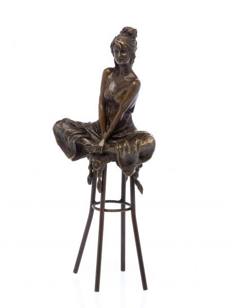 Bronzeskulptur Frau auf Barhocker Bar Bronze Figur Skulptur sculpture woman