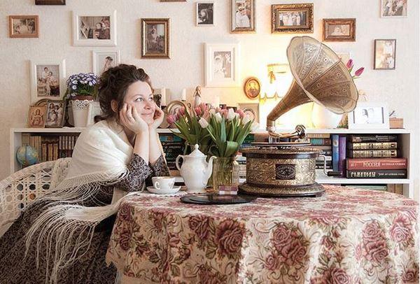 Liebe Elena aus Russland @elena_kembor, dankeschön für das tolle Foto von Dir und unserem Grammophon auf Instagramm #aubaho. Ihr beide seht toll aus ! ❤️