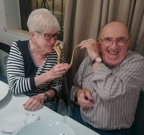 Molte grazie, caro bambino di compleanno, per la grande foto della nostra tromba auricolare. Anche noi vorremmo congratularci con voi per il vostro 80° compleanno in Italia. Invia i migliori auguri a Eric & Thomas da Bad Homburg. ❤️