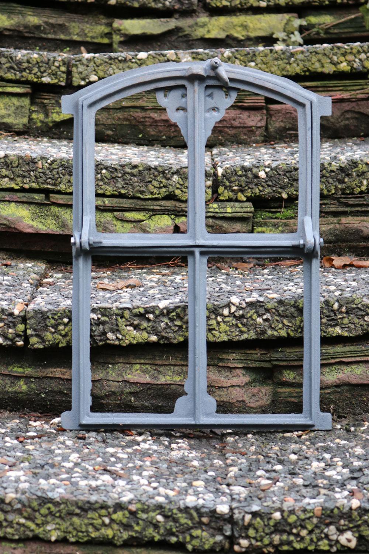 Fenêtre ornementale de grange fer gris style antique 32 x 47cm Architecture et matériaux antiques Art et antiquités