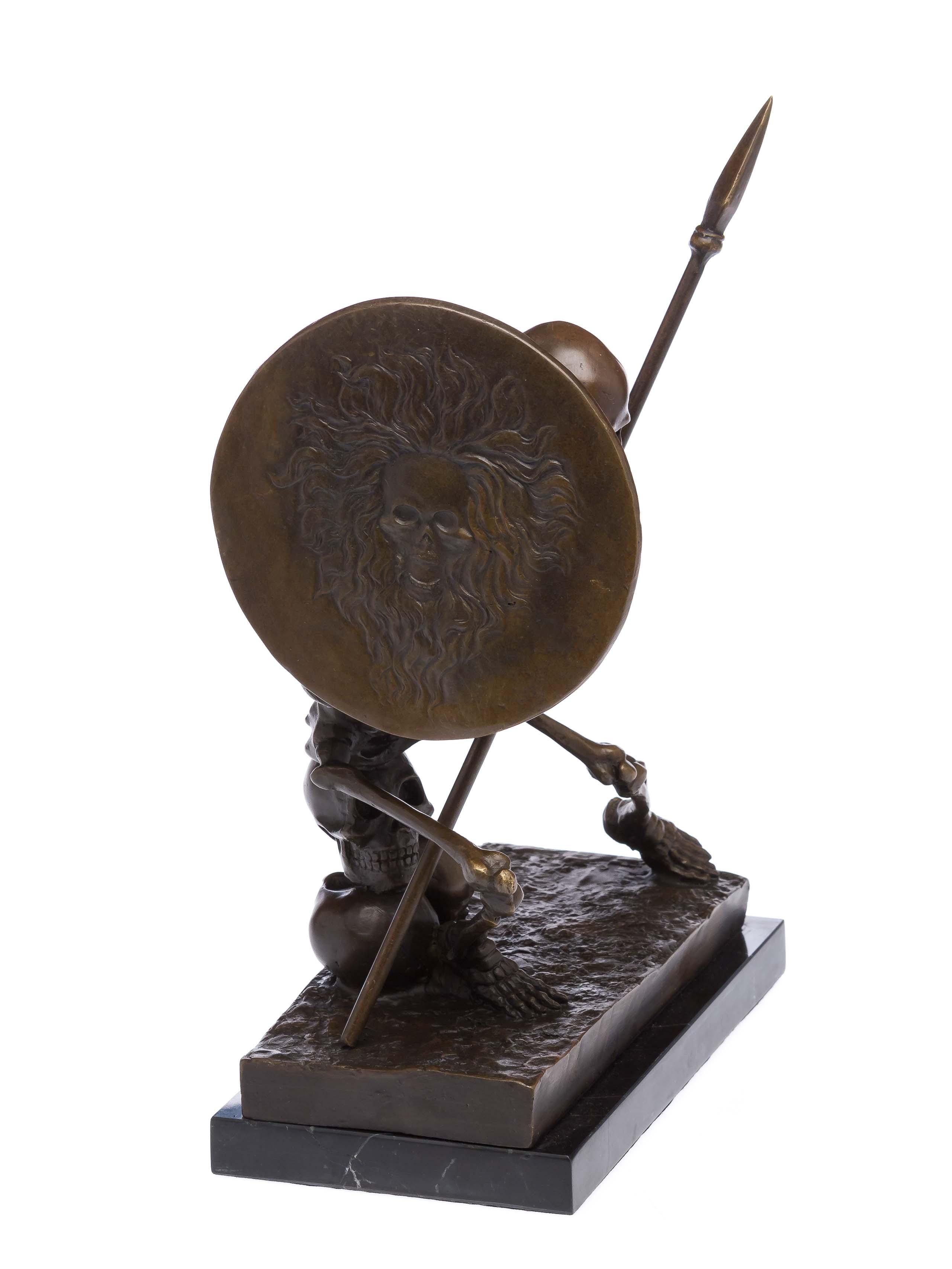 Milo bronze Statuette de squelette avec armes