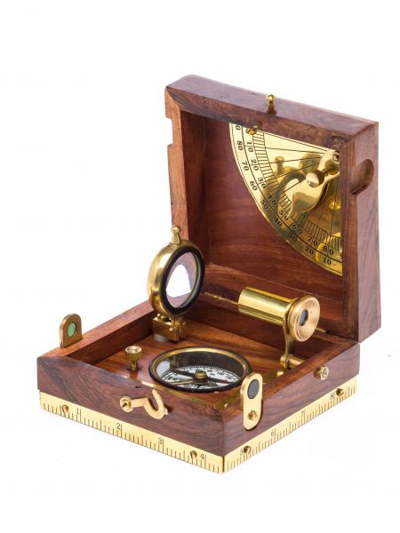 Nautikset in einer Holzbox Kompass Wasserwage Lupe Fernrohr Schifffahrt Maritim
