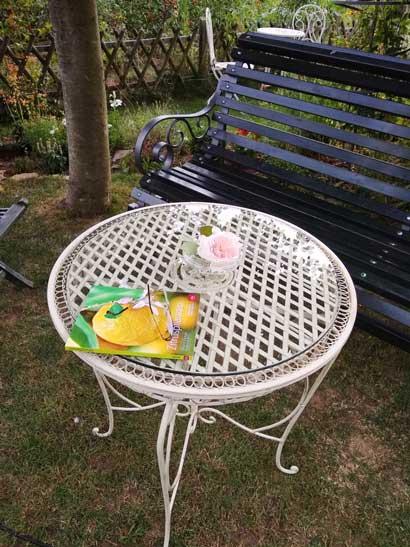 Herzlichen Dank liebe Kundin, für das tolle Foto unsereres Gartentisches. Sieht toll aus in Ihrem Garten. ❤️