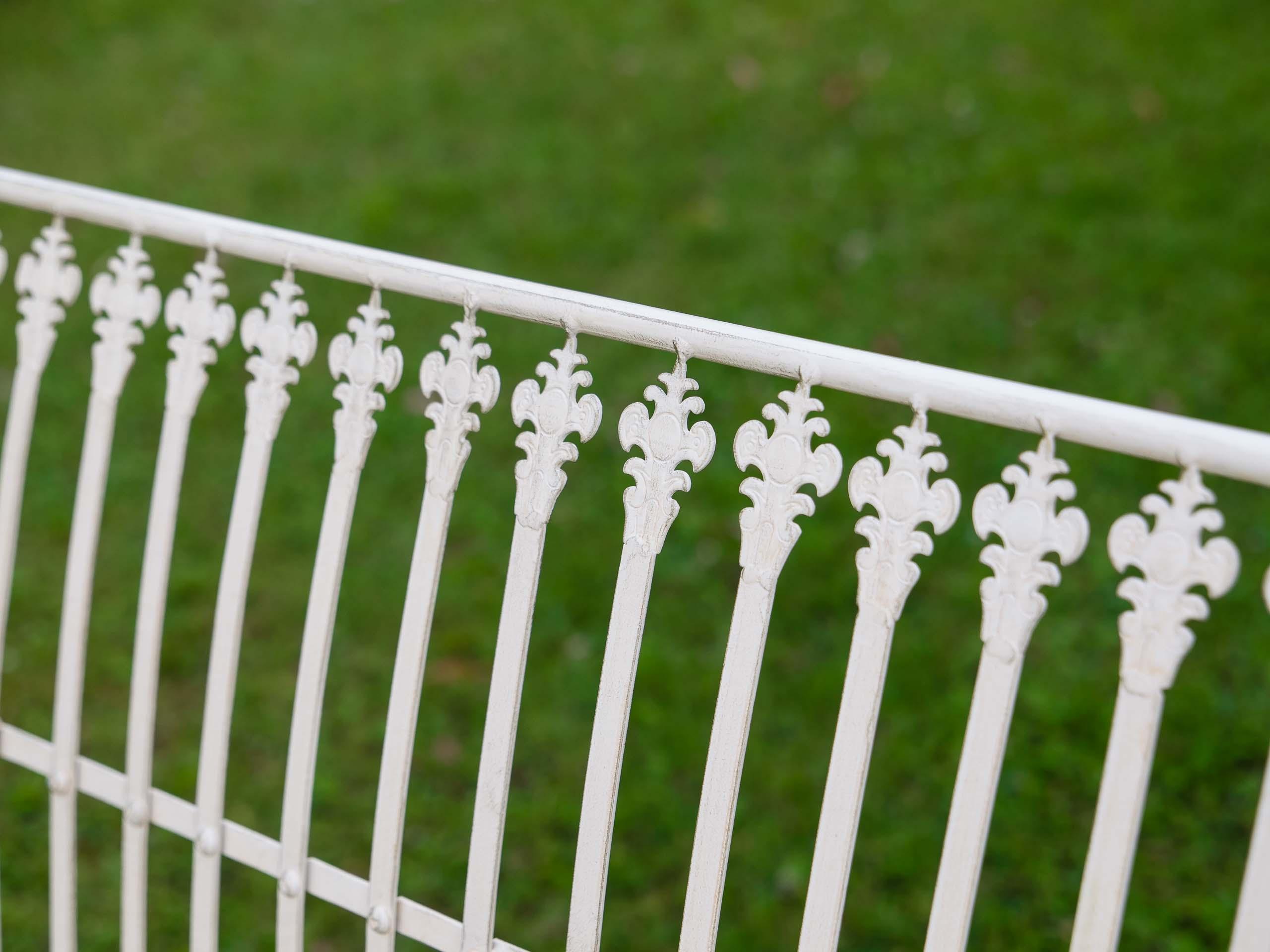 Nostalgie Gartenbank Lilie fleur de lis Eisen Antik-Stil creme weiss iron garden