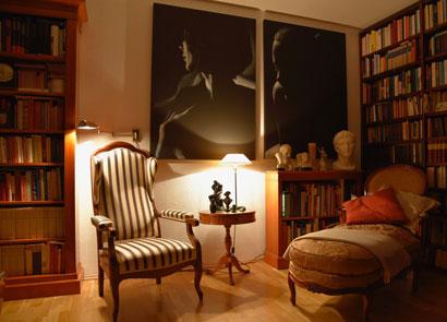 Liebe Kundin, herzlichen Dank für das tolle Foto unserer Bronzen mit dem wunderschönen Sessel aus unseren Auktionsangeboten in Deinem Zuhause. ❤️ Herzlichen Dank das Du uns daran teilhaben lässt. Liebe Grüße senden die Kreiner Brüder