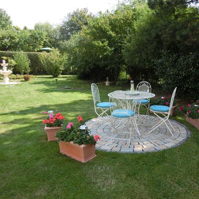 Herzlichen Dank liebe Kundin, für das tolle Foto unserer Gartengarnitur in Ihrem wunderschönen Garten.  ❤️