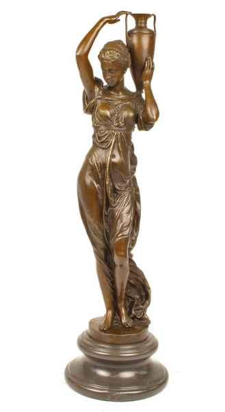 Bronzen sculptuur godin die amfora opheft in antieke stijl Bronzen beeld beeld 74cm