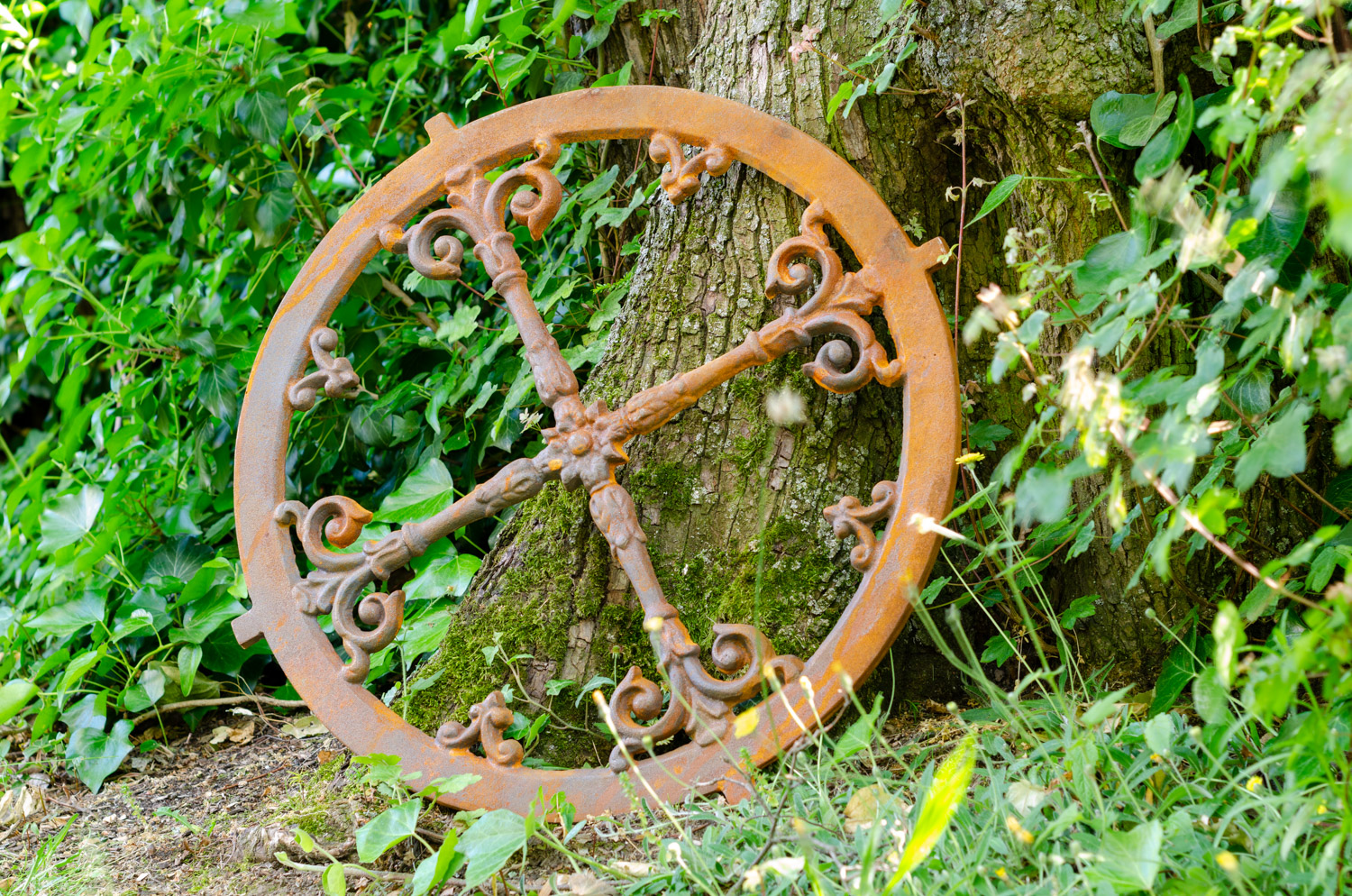 a4 Barn window frame round in an antique style cast iron 57cm