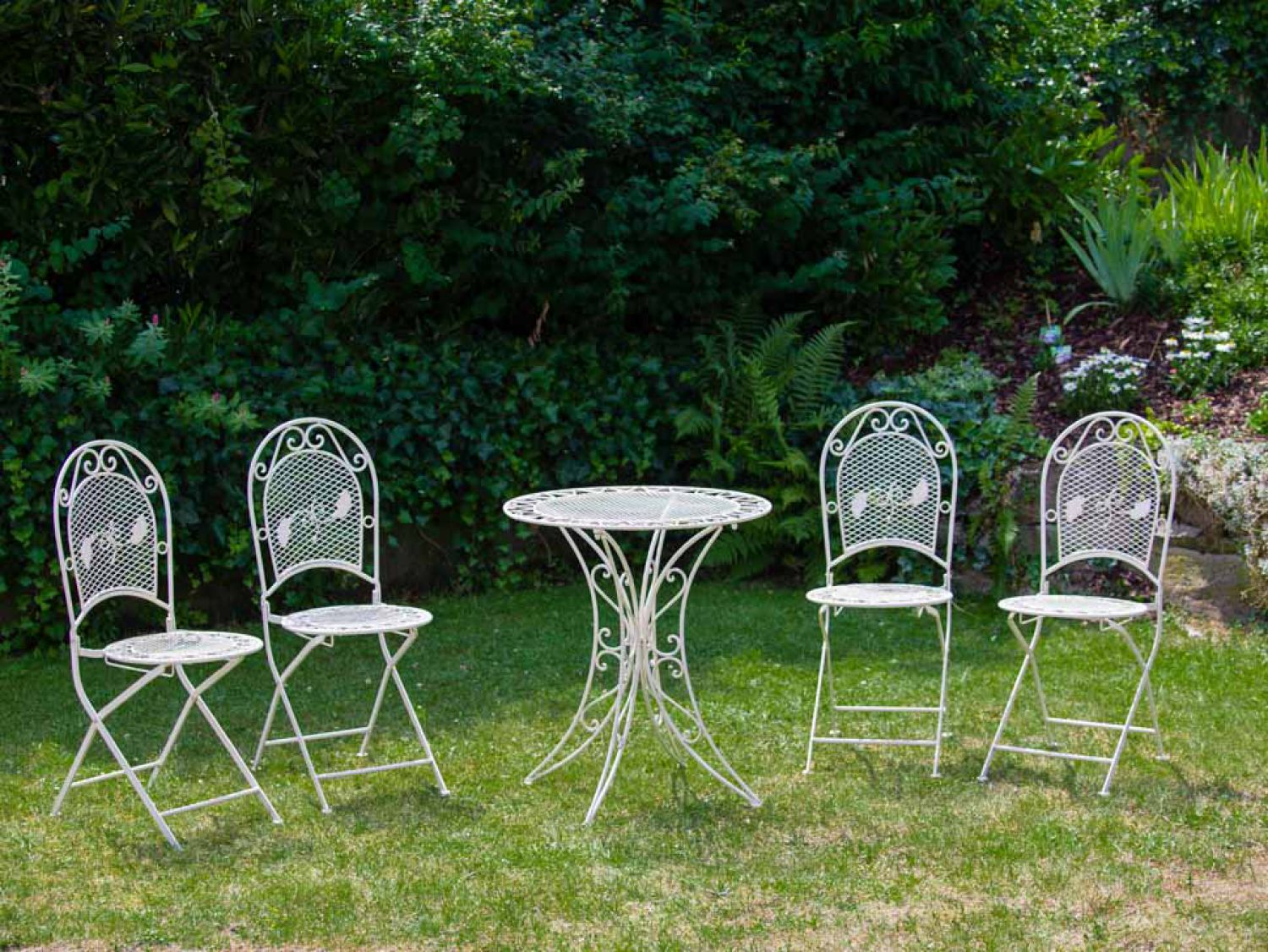 set garnitur garten tisch und 4 st hle eisen gartenm bel antik stil creme weiss ebay. Black Bedroom Furniture Sets. Home Design Ideas