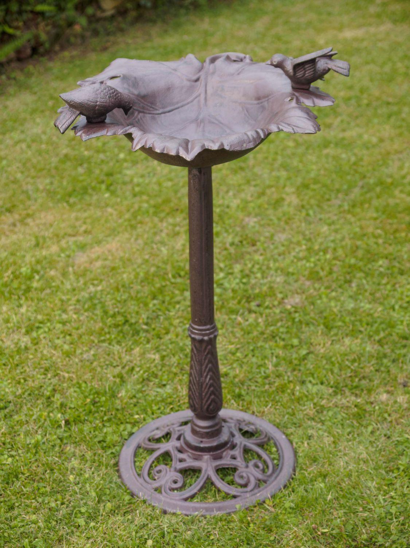 bain oiseau bassin jardin en fer style antique ebay. Black Bedroom Furniture Sets. Home Design Ideas