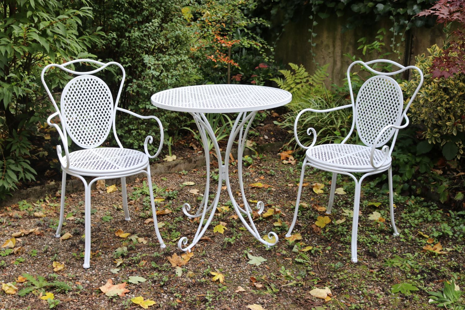 Garden furniture set table 2 chairs white antique style metal ebay Vintage metal garden furniture