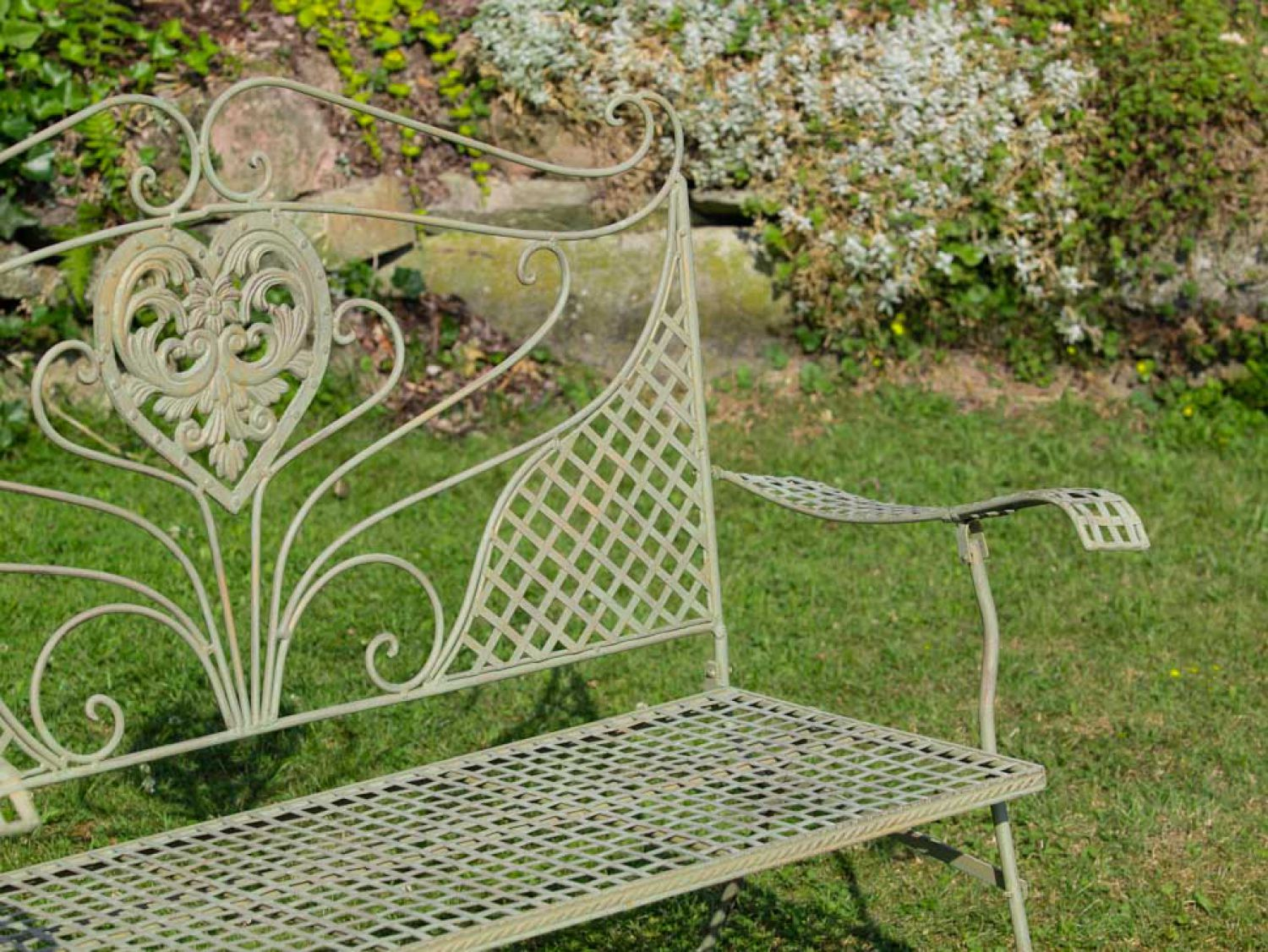 nostalgie gartenbank herz blumen metall antik stil gr n gartenm bel bank garden ebay. Black Bedroom Furniture Sets. Home Design Ideas