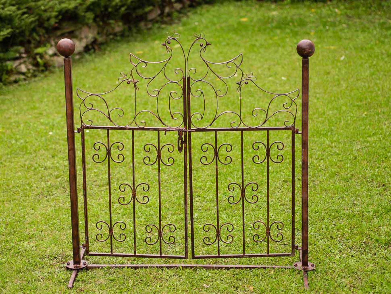 Decorative garden gate with chicken design antique style - Antikes gartentor ...