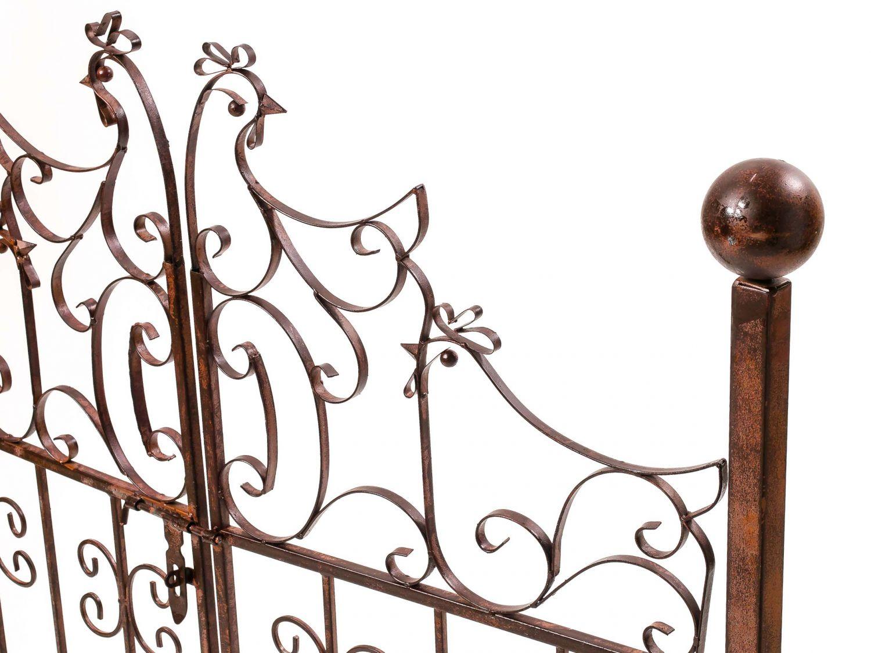 Decorative Garden Gate With Chicken Design